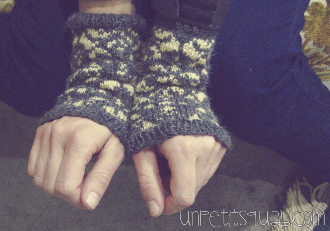 Knitting: Damask Arm Warmers Pattern